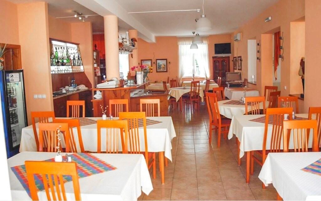 V reštaurácii si vychutnáte maďarské špeciality