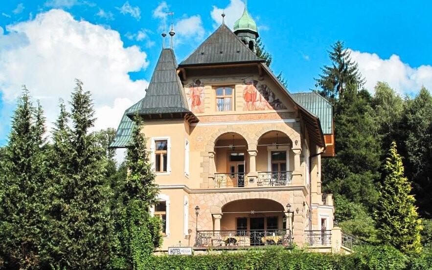 Vládna vila Luhačovice sa nachádza priamo pri kúpeľnom parku