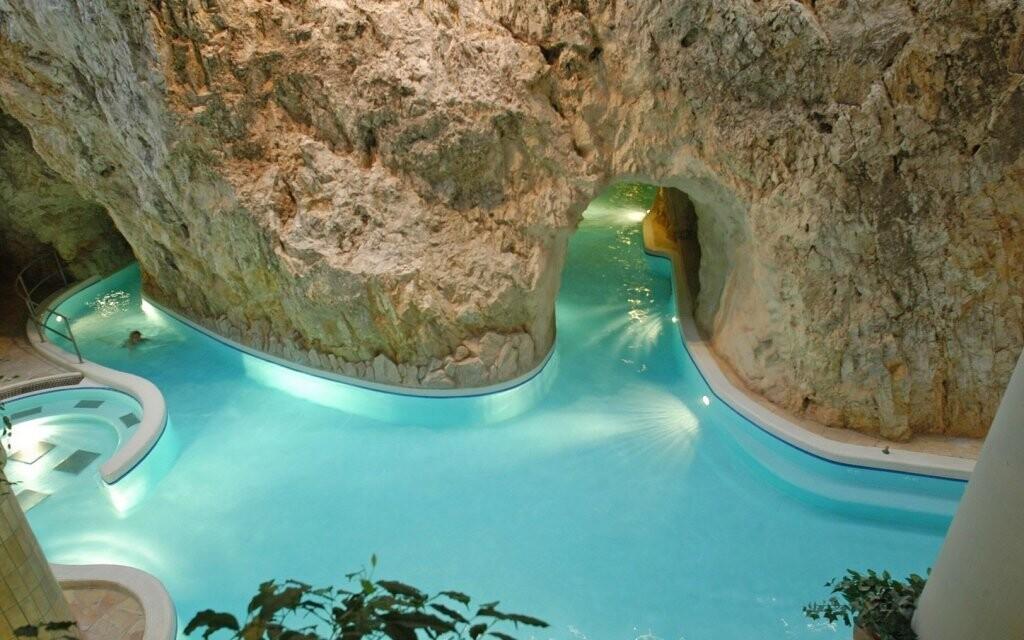 V jeskynních lázních vás čeká labyrint bazénů a chodeb