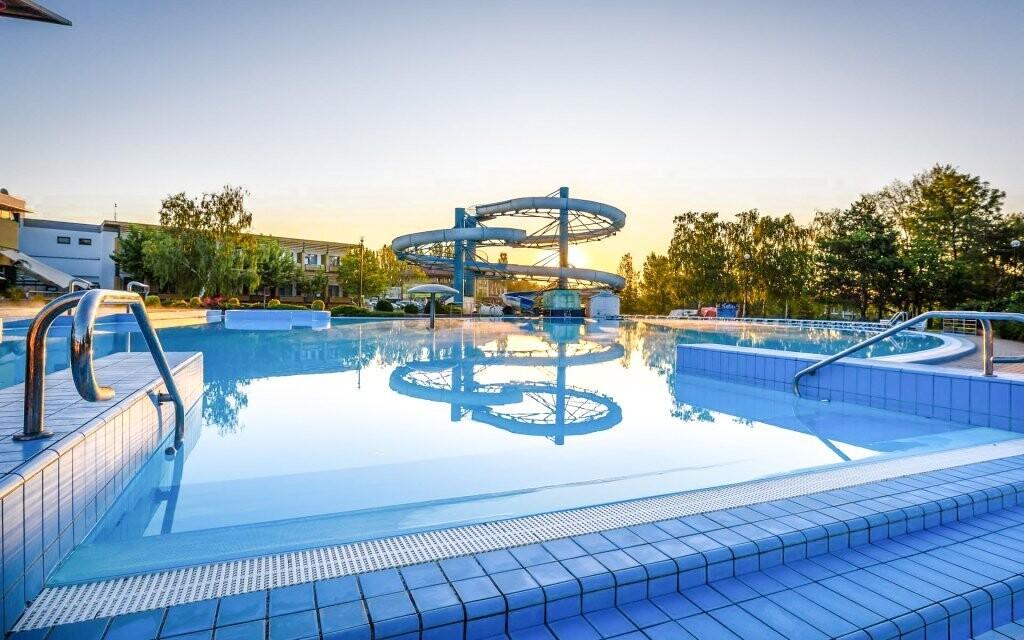 Vonkajšie bazény sú vám plne k dispozícii