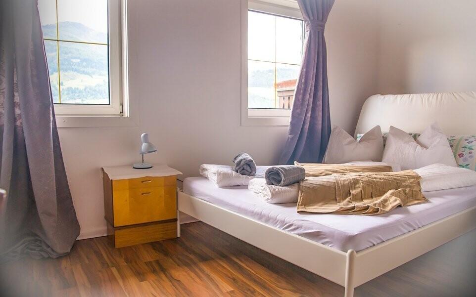 Pokoje v penzionu Bertrand jsou hezky a útulně zařízeny