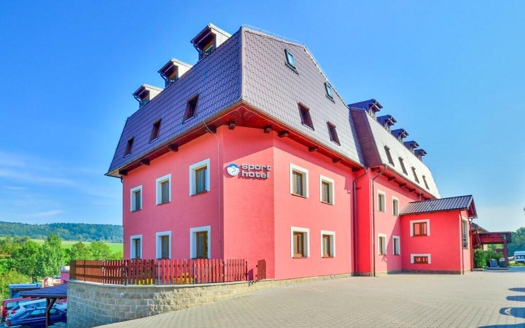 Sport hotel Dolní Morava *** stojí na rozhraní dvou pohoří