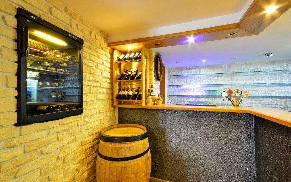 Hotel poskytuje příjemné zázemí i pro večery nad skleničkou
