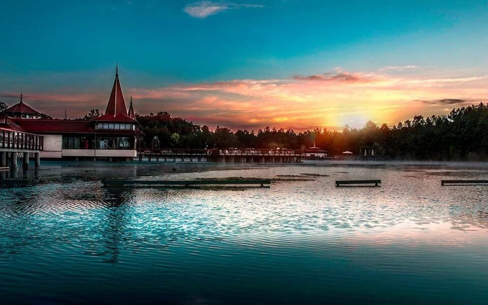 Odpočiňte si u jezera Hévíz