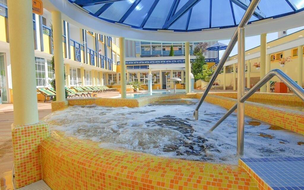 Přímo u hotelu jsou bazény s termální vodou