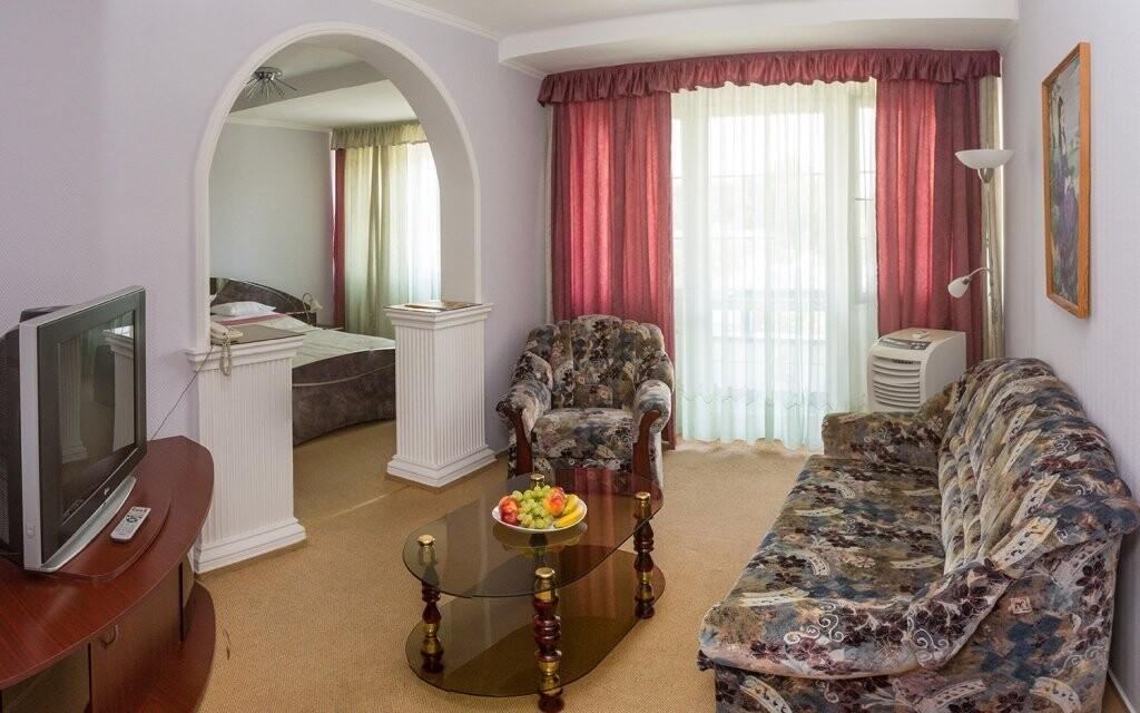 Na pokoji máte k dispozici také posezení