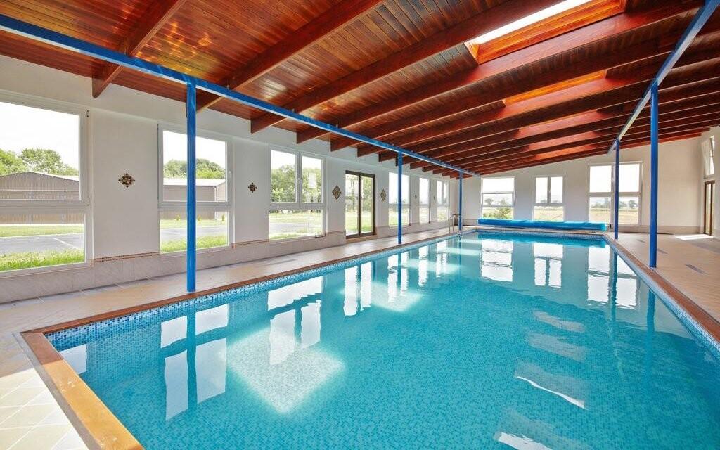 Užite si vstup do vyhrievaného bazéna so slanou vodou