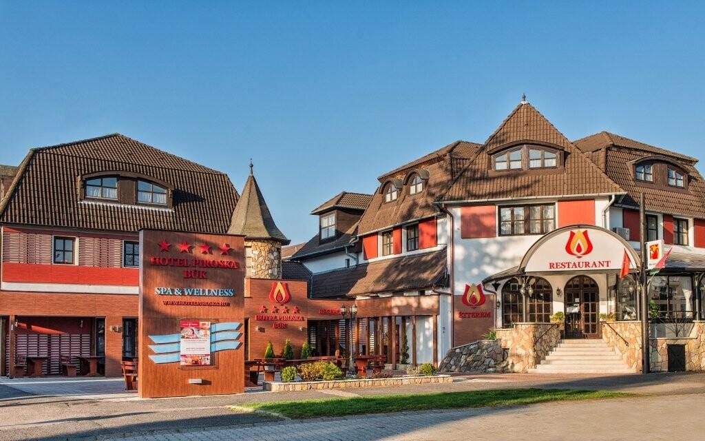 Hotel Piroska **** se nachází v srdci města Bük