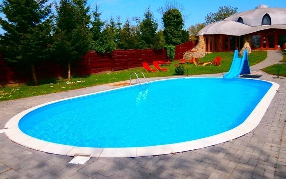 Smočit se můžete za teplých dní i ve venkovním bazénu