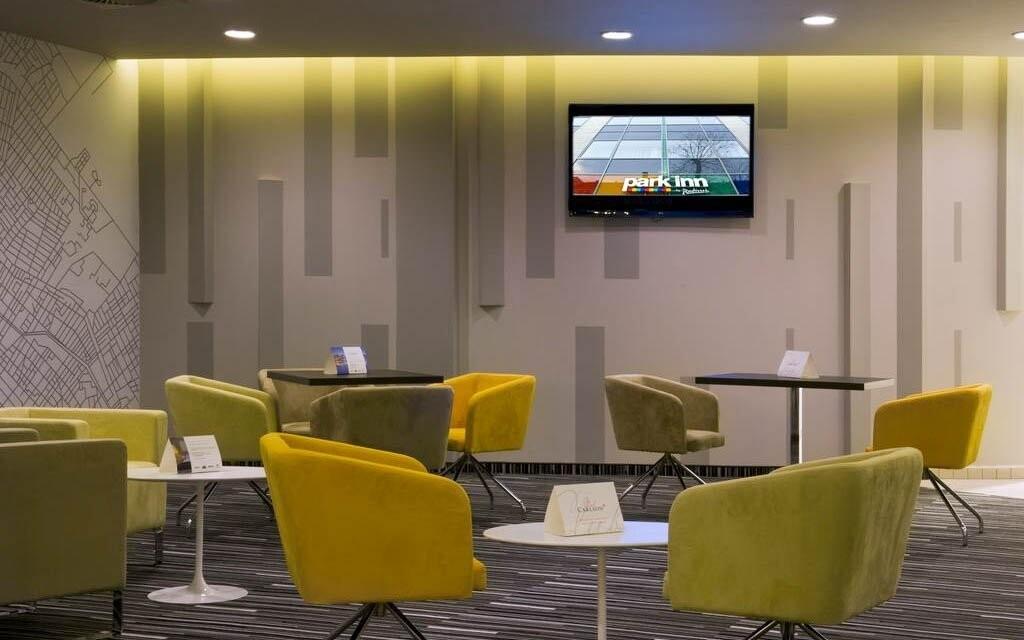 V prostorách lobby najdete bar, kde můžete posedět