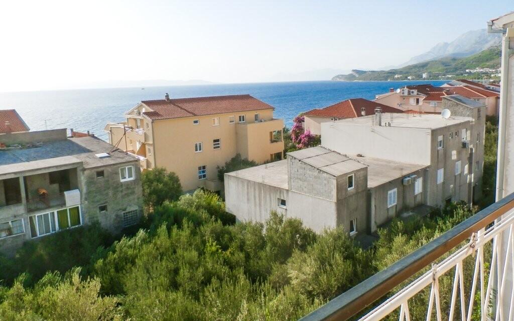 Penzion stojí 60 metrů od pláže
