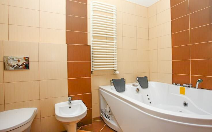 Pri každej izbe nájdete aj kúpeľňu