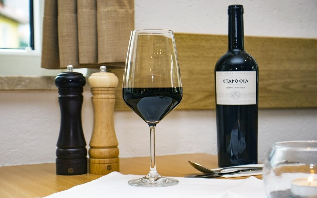 Zpříjemněte si svou dovolenou lahví vína