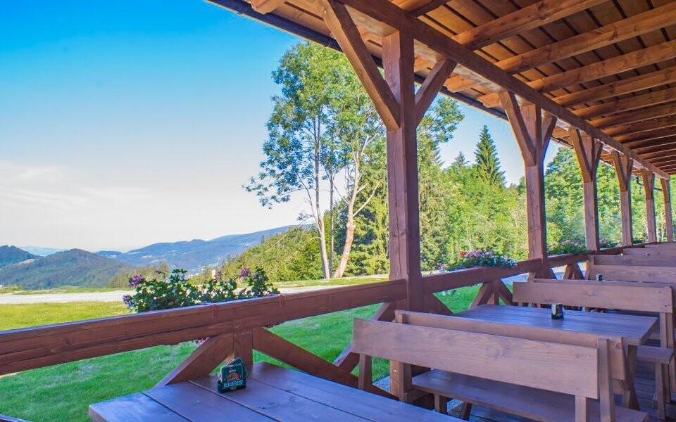 Užijte si posezení na letní terase