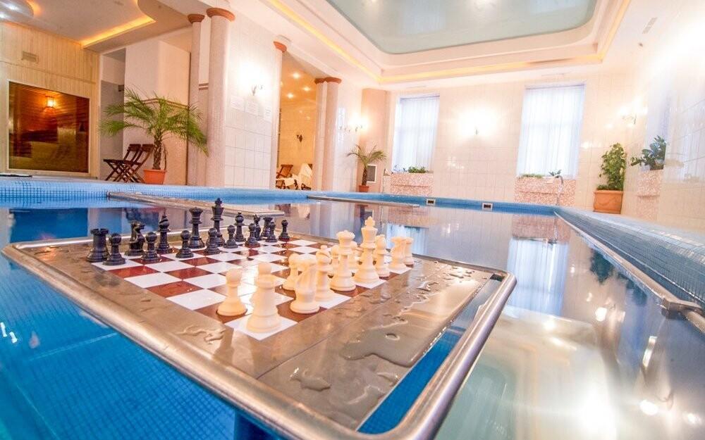 V bazéne vás čaká aj vodný šach