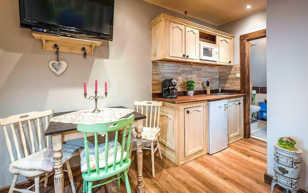 Na každém patře najdete vybavenou kuchyňku
