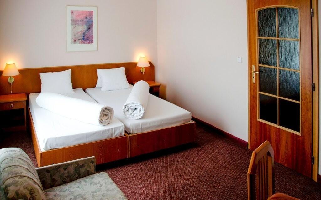 Dvoulůžkové pokoje jsou pohodlné a čisté
