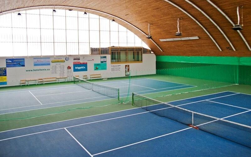 Hodinu můžete zdarma strávit v tenisové hale