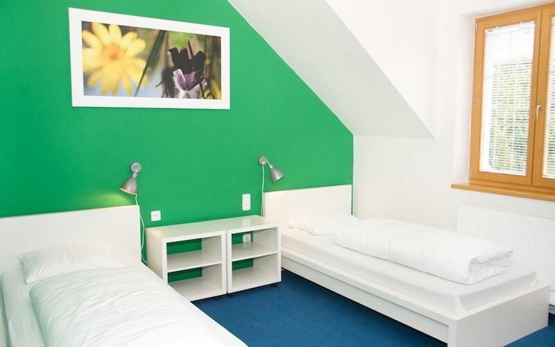 Pokoje jsou jednoduše a čistě zařízené