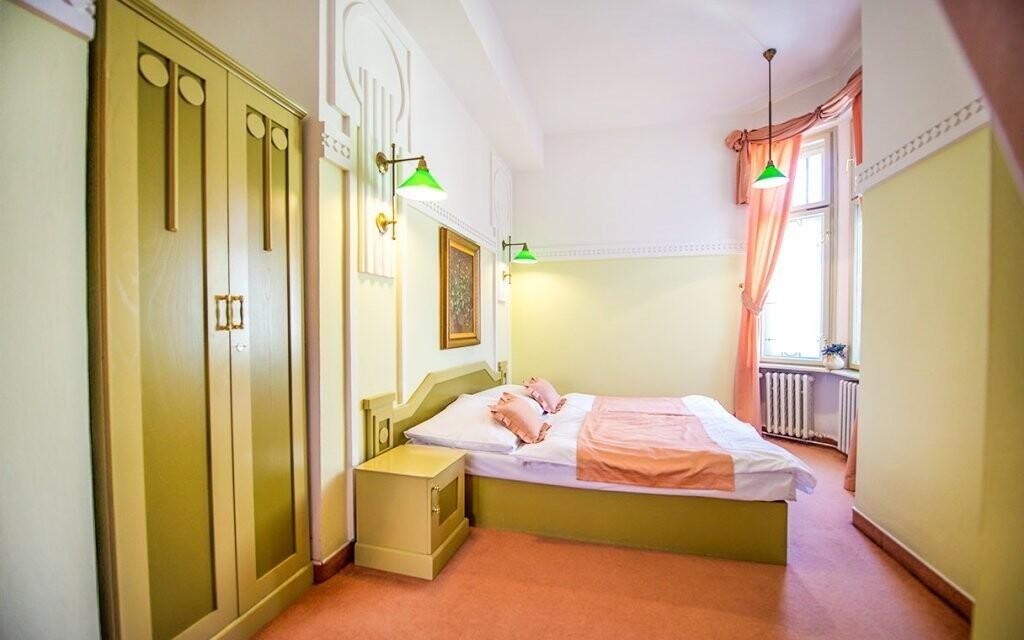 Pokoje hotelu jsou komfortně zařízené