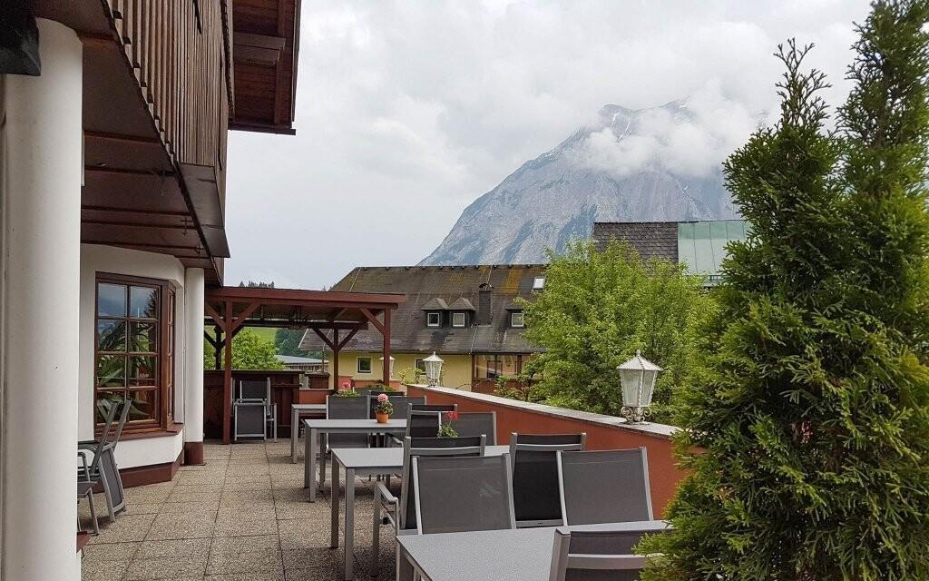Z terasy je krásný výhled na Alpy