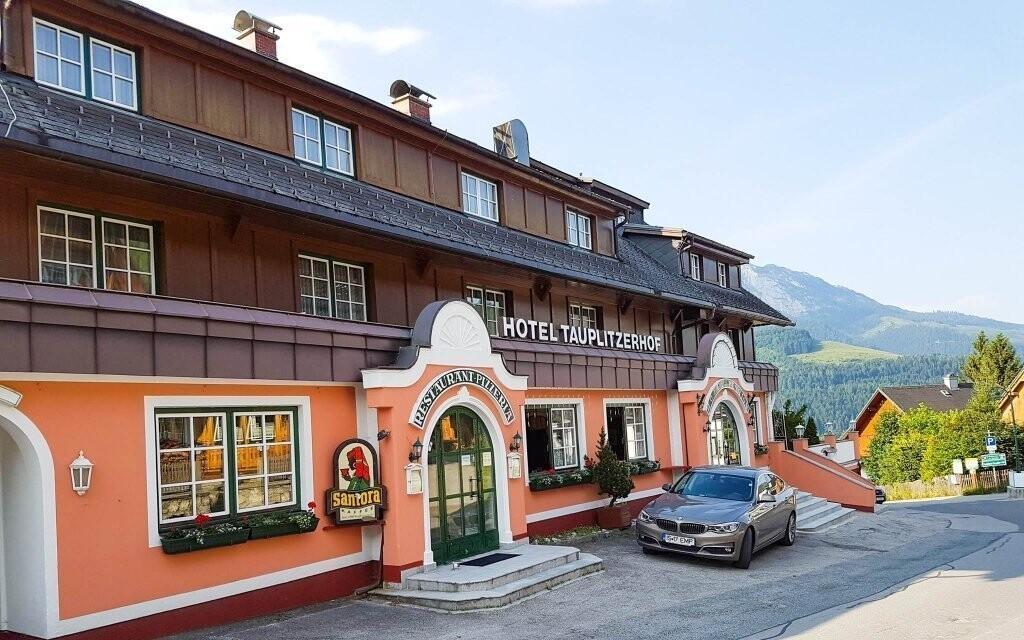 Hotel se honosí klasickou rakouskou architekturou