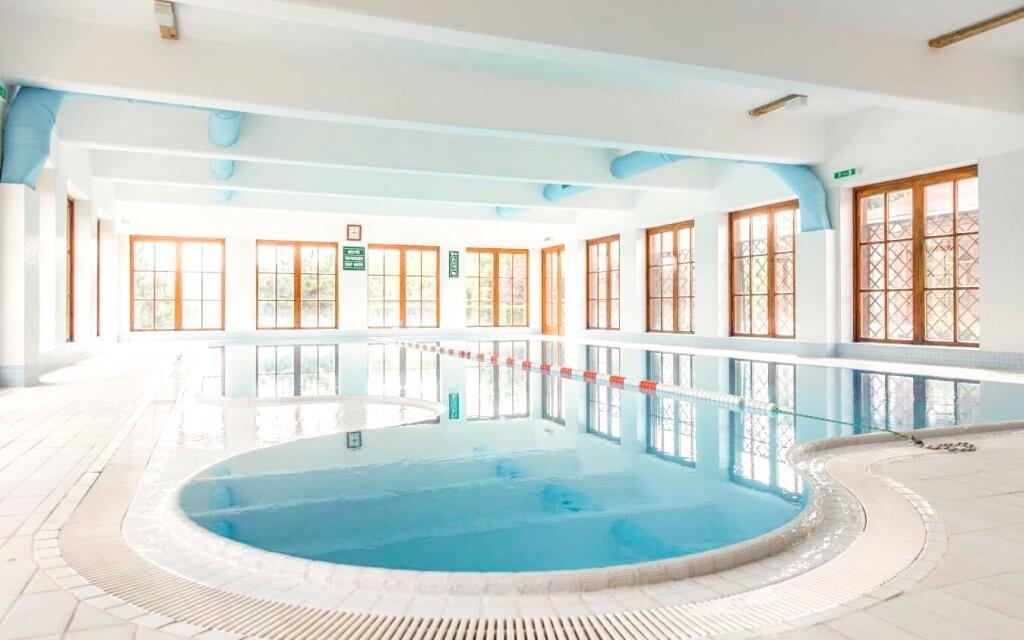 Užijte si neomezený vstup do bazénu