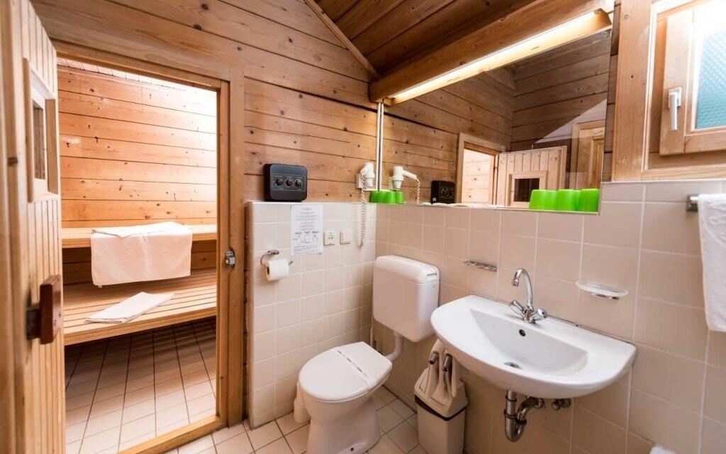 Všechny chatky mají vlastní soukromou saunu