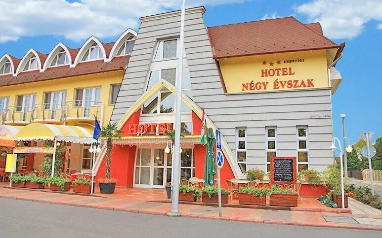 Zažijte skvělou dovolenou v hotelu Négy Évszak
