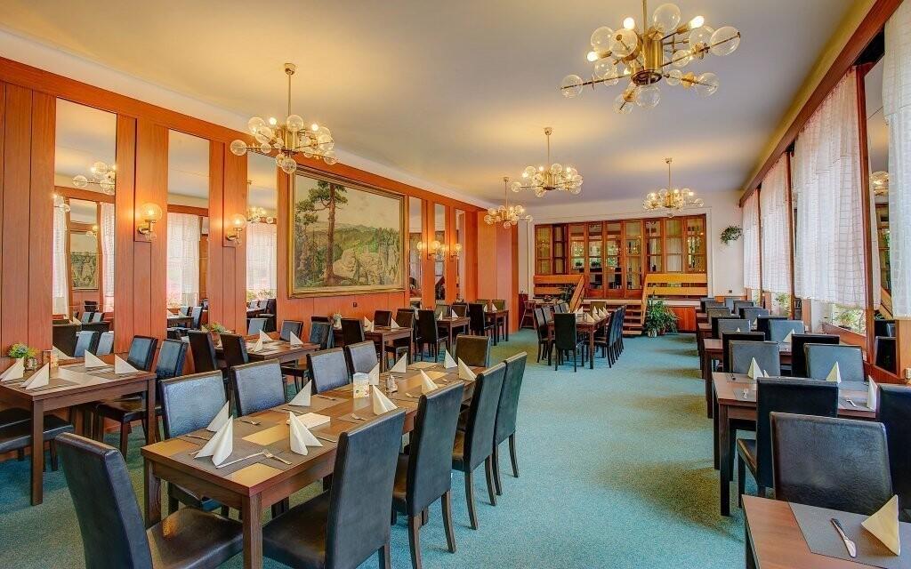 V reštaurácii si pochutnáte na medzinárodnej aj českej kuchy