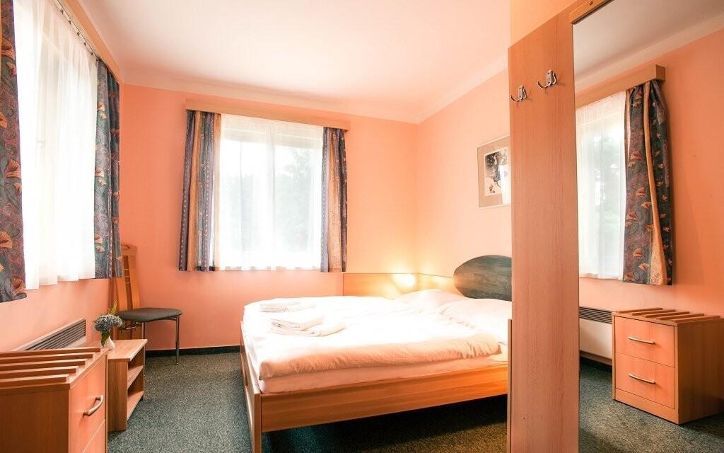 Izby sú zariadené v príjemných farbách