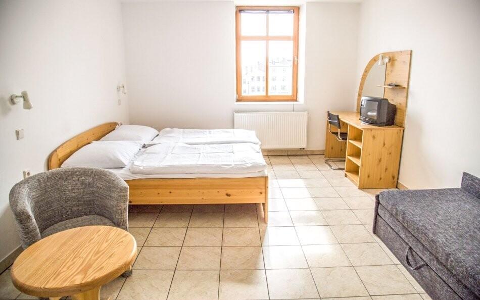 Ubytována budete v komfortních pokojích s možností přistýlky