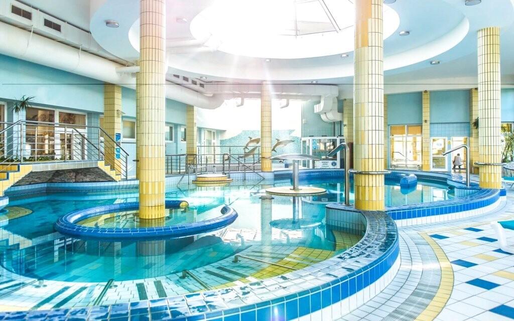 Naleznete tu mnoho vnitřních bazénů