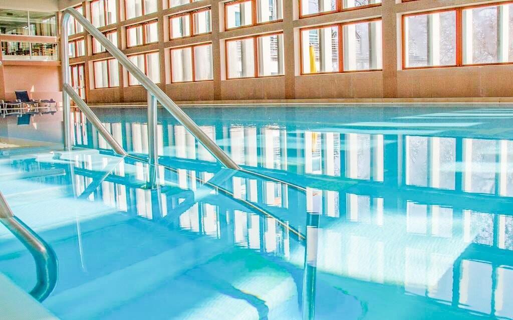 Zaplavat si můžete v bazénu
