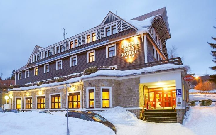 Hotel leží uprostřed krásné přírody