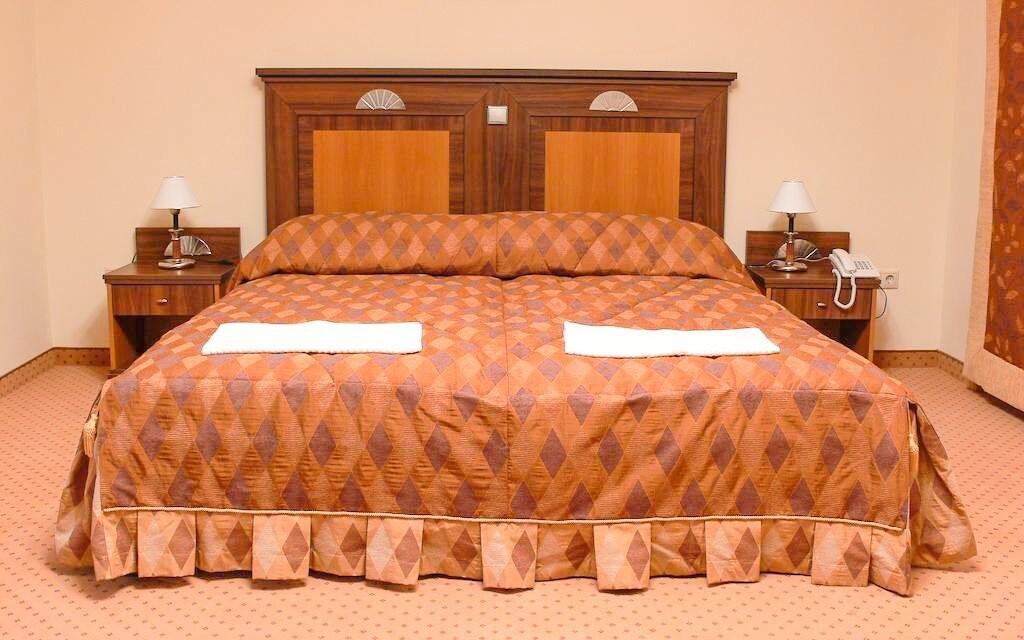 Pokoje jsou luxusně zařízené