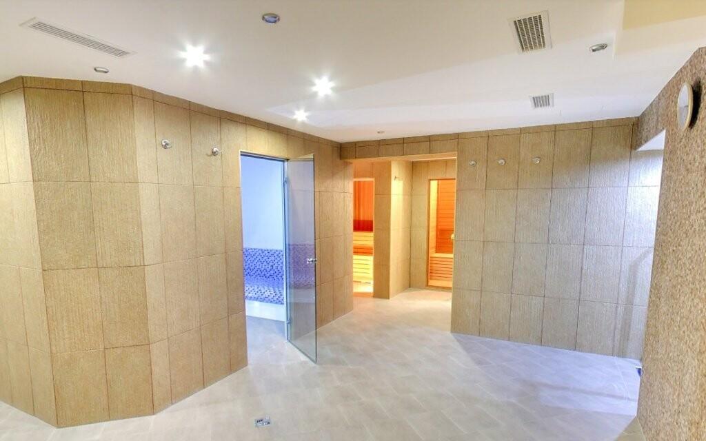 Těšit se můžete i na saunový svět a zážitkové sprchy