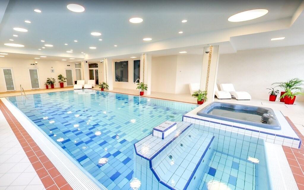 Užijte si bazén s výhledem na Vysoké Tatry