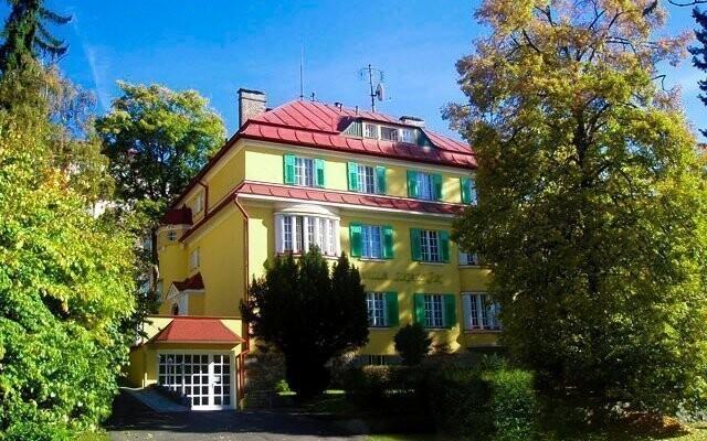 Hotel Villa Skalník *** leží v pokojnej lokalite