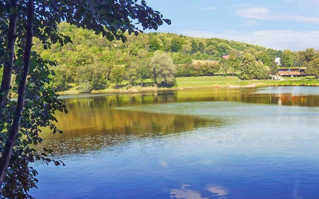 Projděte se k jezeru Čerťák