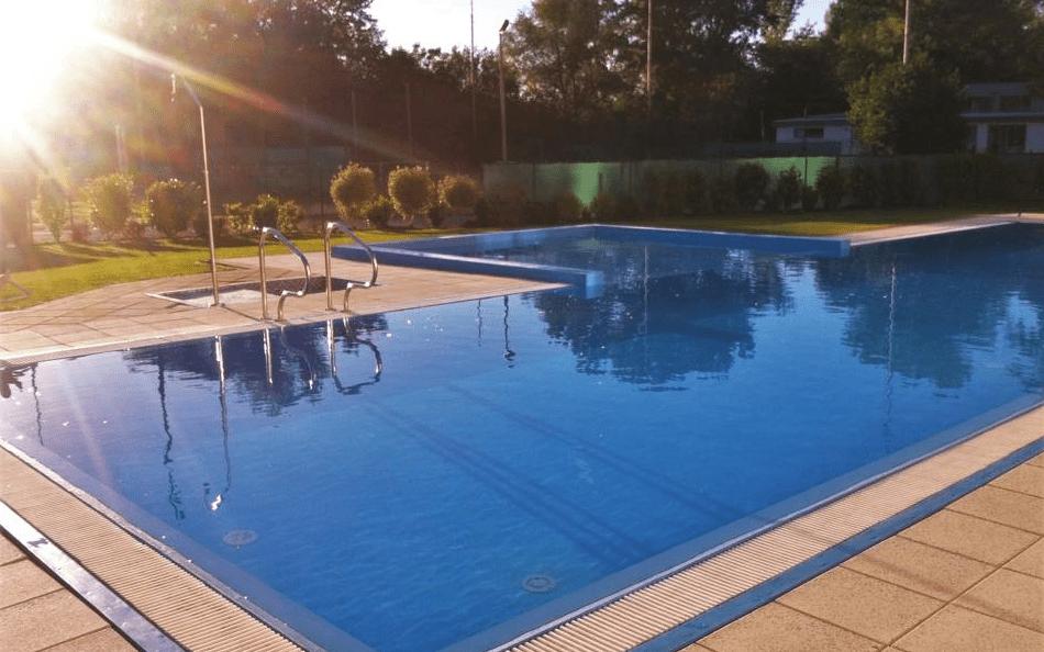 Využít můžete i bazén u hotelu Korekt