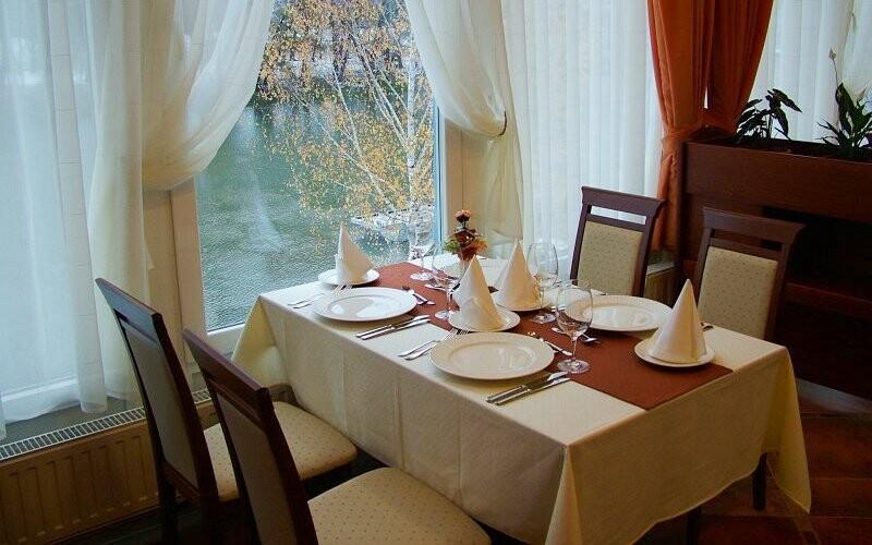 Hotel Amstel leží na břehu Dunaje