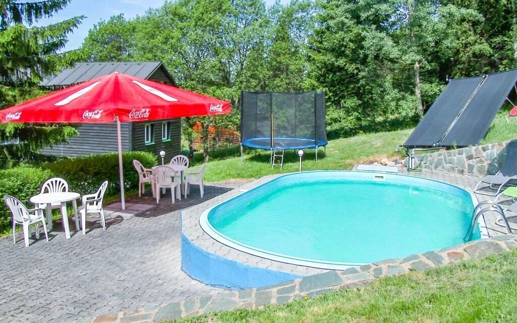 Venkovní bazén je vám k dispozici