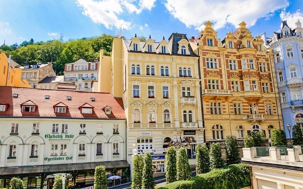 Hotel leží přímo v srdci Karlových Varů