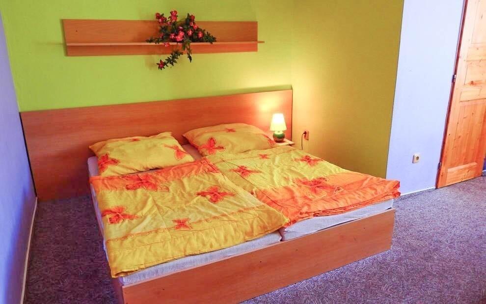 Ubytovaní budete v dvojlôžkových izbách