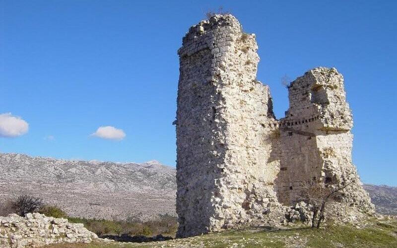 Vila stojí v oblasti pohoří Velebit