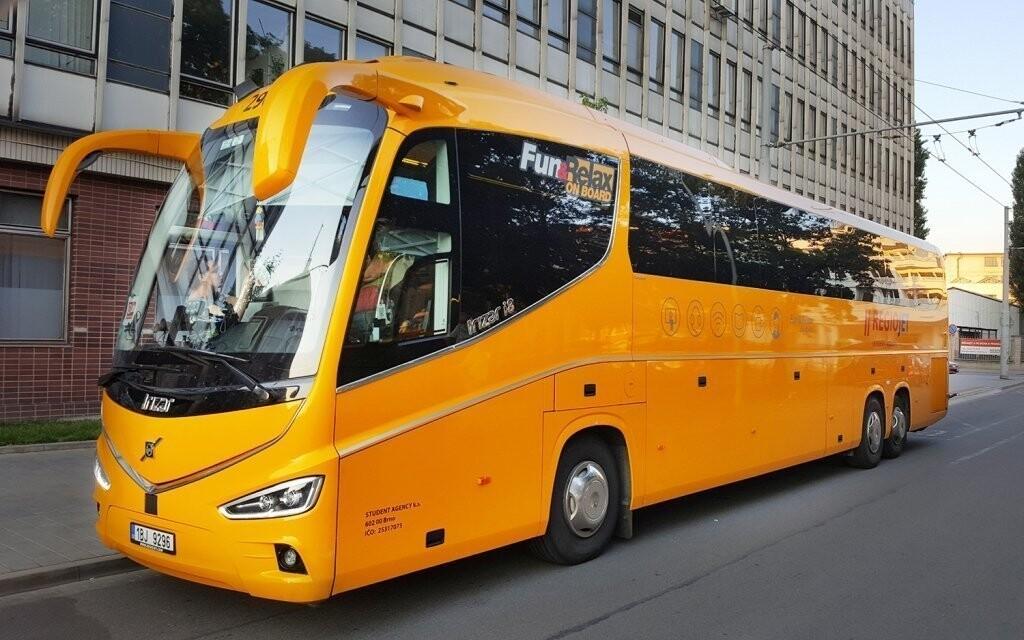 Na makarskou riviéru vás doveze luxusní autobus