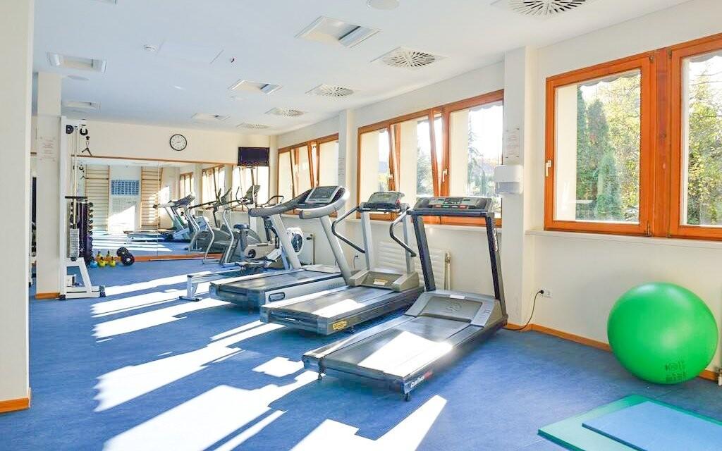 Je tu také fitness centrum