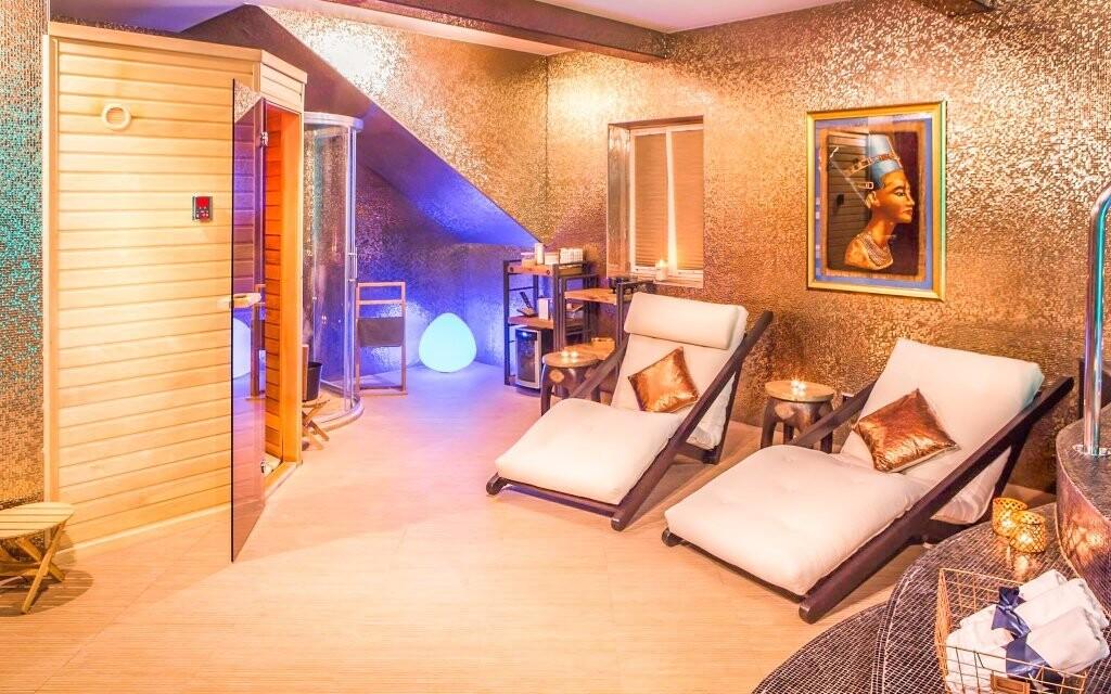 Odpočiňte si v luxusním wellness s vířivkou a saunou