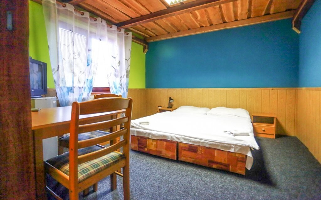 Ubytování budete v komfortně zařízených pokojích